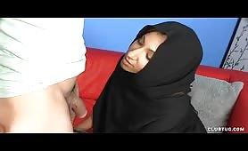 CFNM handjob by Muslim babe